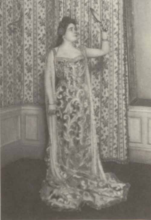 Photo of Sibyl Sanderson.