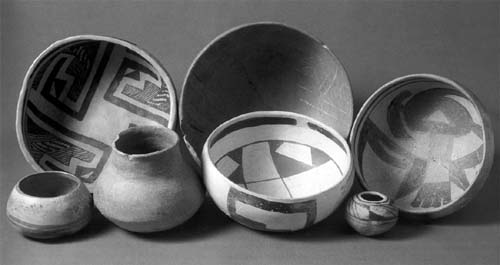 Picture of Sinagua and Jeddito pottery. Photo by John Blom. Reprinted with permission from Southwestern Pottery: Anasazi to Zuni (Flagstaff: Northland, 1996) 29