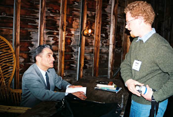 Image of Robert Pinsky signs a book for Colloquium member Andy Jewell. Photos, Jim Rosowski